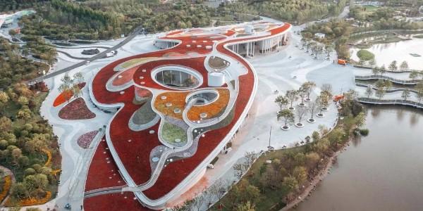 """巨型的覆土""""蝴蝶"""",第十届中国花卉博览会世纪馆"""